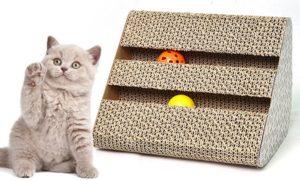 Planche à gratter / griffoir pour chat avec jouets